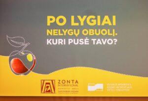 """Lumietės šventiniame baigiamajame virtualaus socialinio plakato konkurso """"PO LYGIAI NELYGŲ OBUOLĮ. KURI PUSĖ TAVO?"""" renginyje"""