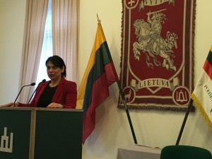 Kalba Jūratė Caspersen Šveicarijos lietuvių bendruomenės pirmininkė. Pasaulio lietuvių bendruomenės Kultūros komiteto vadovė