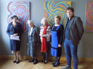 Lumietės su muziejaus direktoriumi dr. A.Antanaičiu prie dail. parodos atminimo popietėje