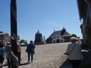 Miestelio  aikštė  ir Sasnavos bažnyčia