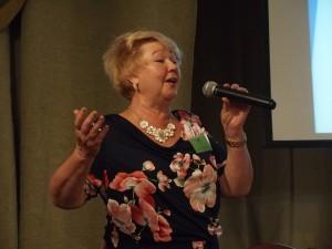 Konferencijos dalyvius lietuviška daina pasveikino R. Kazėnienė