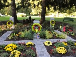 Rugsėjo 23 d. - Indianos valst. LUMA JAV Vakaru Amerikos skyriaus sukurta atminimo vieta Lietuvos prezidentams A.Smetonai, A. Stulginskiui ir K.Griniui
